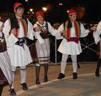 Τα χορευτικά του Πολιτιστικού Συλλόγου Καρυδίτσας από την κεντρική πλατεία! Βίντεο…