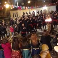 Πολύ κέφι και κόσμο είχε και φέτος το γλέντι στον Φανό της «Σκ'ρκας» – Δείτε το βίντεο του kozaniLife.gr