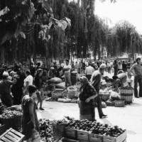 Η φωτογραφία της ημέρας: 3 Σεπτεμβρίου 1983 στη λαϊκή αγορά της Γιτιάς στην Κοζάνη