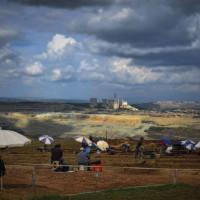 Η φωτογραφία της ημέρας: Ανασκαφές της Αρχαιολογίας με φόντο τη ΔΕΗ…