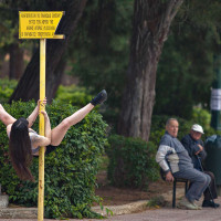 Η φωτογραφία της ημέρας: Street Pole Dancing στην Κοζάνη!