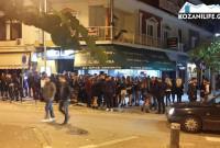 Φωτογραφίες: Το αδιαχώρητο από κόσμο στον κεντρικό πεζόδρομο της Κοζάνης για το Live του Γιώργου Σαμπάνη!