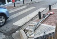 Κοζάνη: Οδηγός παρέσυρε πινακίδα και κολωνάκι από πεζοδρόμιο της Μ. Αλεξάνδρου! Δείτε φωτογραφίες