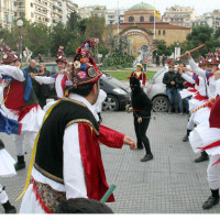 Μακεδονία: Μάσκες, κουδούνια και προβιές και προετοιμασίες για το Θείο Βρέφος