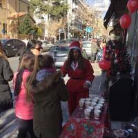 Ζεστά ροφήματα και γιορτινές ευχές προσέφεραν τα καταστήματα Mikel στην Κοζάνη! Δείτε φωτογραφίες