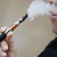 Μια απροσδόκητη επίδραση της απαγόρευσης της πώλησης ηλεκτρονικών τσιγάρων σε ανήλικους