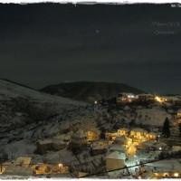 Η φωτογραφία της ημέρας: Πανέμορφη Σιάτιστα τη νύχτα ντυμένη με χιόνι