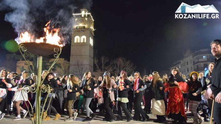 Δείτε το βίντεο του KOZANILIFE.GR από το άναμμα του Φανού Νεολαίας στην κεντρική πλατεία Κοζάνης