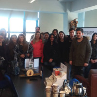"""Εκπαιδευτική επίσκεψη της Α"""" τάξης ΕΠΑΣ ΟΑΕΔ Κοζάνης ειδικότητας βοηθών φαρμακείου σε γνωστή επιχείρηση της Κοζάνης"""