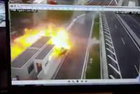 Σοκαριστικό βίντεο: Νεκρή μητέρα από την Πτολεμαΐδα με το 3χρονο παιδάκι της σε φοβερό τροχαίο ατύχημα!