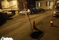 Τρύπα τεραστίων διαστάσεων σε δρόμο της Κοζάνης – Γυναίκα τραυματίστηκε στο πόδι – Δείτε φωτογραφίες