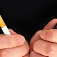 Πώς να αντικαταστήσετε το κάπνισμα με το «άτμισμα»… και μετά να τα κόψετε και τα δύο