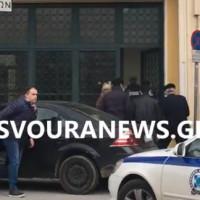 Βίντεο: Στον εισαγγελέα ο δράστης του εγκλήματος της Καστοριάς, την ώρα της κηδείας του θύματος – Οι αντιφάσεις του και το κίνητρο της δολοφονίας