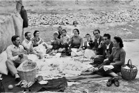 Δείτε ιστορικές φωτογραφίες από την Πρωτομαγιά στην Κοζάνη πολύ παλαιών εποχών