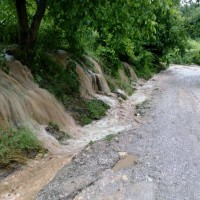 Δείτε βίντεο και φωτογραφίες: Πλημμύρησαν οι περιοχές έξω από την Κοζάνη – Χείμαρρος ο δρόμος λίγο πριν το κλειστό της Λευκόβρυσης
