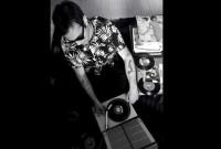 DJ Mr. Genie: Συλλεκτικοί δίσκοι βινυλίου της δεκαετίας του '60 και μουσικές παραγωγές με έδρα την Καστοριά