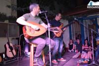 Μάγεψαν το κοινό της Κοζάνης Αλκίνοος Ιωαννίδης και Γιώτης Κιουρτσόγλου στο Στέκι του Φιλοπρόοδου – Δείτε βίντεο και φωτογραφίες