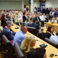 Κατάμεστο το Κοβεντάρειο στην Κοζάνη στην εκδήλωση της Ν.Δ. με ομιλητή τον Βασίλη Κικίλια – Δείτε τις δηλώσεις του και το φωτορεπορτάζ της επίσκεψής του