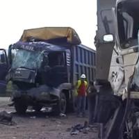 Βίντεο: Σφοδρή πλαγιομετωπική σύγκρουση φορτηγών στο ορυχείο Καρδιάς της ΔΕΗ – Επιχείρηση απεγκλωβισμού της Πυροσβεστικής