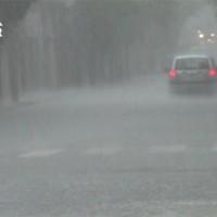 Βίντεο: Άλλη μια μέρα με δυνατή καταιγίδα στην Κοζάνη – Προβλήματα από τη μεγάλη ποσότητα νερού