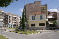Εργασίες συντήρησης πρασίνου στην πλατεία Συντάγματος και τον Δημοτικό Κήπο Κοζάνης – Δείτε φωτογραφίες
