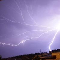 Εντυπωσιακοί κεραυνοί στον ουρανό της Κοζάνης – Δείτε το βίντεο και φωτογραφίες