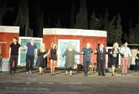 Κατάμεστο το Υπαίθριο Δημοτικό Θέατρο Κοζάνης για την παράσταση «Μπαμπά… μην ξαναπεθάνεις Παρασκευή» – Δείτε βίντεο και φωτογραφίες
