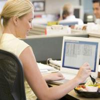 5 κακές συνήθειες που σας παχαίνουν & πώς να τις αντιμετωπίσετε