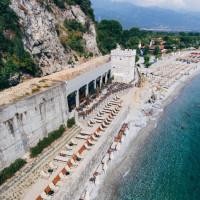 Έλληνας ξενοδόχος μετέτρεψε γαλαρία 100 ετών στον Πλαταμώνα σε καφετέρια – Δείτε φωτογραφίες