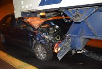 Φωτογραφίες: Τροχαίο ατύχημα σε σήραγγα της Εγνατίας πριν την Κοζάνη – Αυτοκίνητο «καρφώθηκε» σε προπορευόμενο φορτηγό