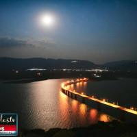 Η φωτογραφία της ημέρας: Αυγουστιάτικη πανσέληνος με θέα την Υψηλή Γέφυρα Σερβίων