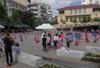 Μάθημα κυκλοφοριακής αγωγής σε μαθητές και παρουσίαση ηλεκτροκίνητων οχημάτων στην πλατεία της Κοζάνης – Δείτε φωτογραφίες