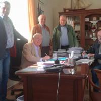 Υπογραφή σύμβασης για την εκτέλεση του έργου βελτίωσης αγροτικού δρόμου στη Σιάτιστα