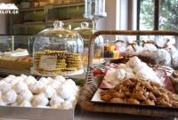 Άρωμα Χριστουγέννων με εορταστικές και νηστίσιμες γλυκές δημιουργίες στα καταστήματα deux K στην Κοζάνη