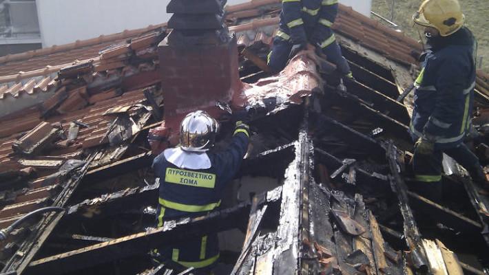 Κάηκε ολοσχερώς η κεραμοσκεπή του σπιτιού στο Δρέπανο Κοζάνης