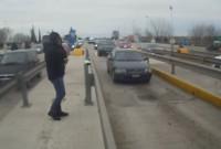 Πολίτες σηκώνουν τις μπάρες στα διόδια των Μαλγάρων για το μεγάλο συλλαλητήριο της Θεσσαλονίκης – Δείτε τα βίντεο