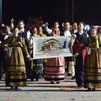 Πολλά χορευτικά από Συλλόγους της Κοζάνης στην κεντρική πλατεία – Δείτε το βίντεο και φωτογραφίες
