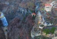 Βίντεο: Ο καταπληκτικός καταρράκτης στο ναό της Ζωοδόχου Πηγής Μονή Ταξιαρχών – Τσούκα – Αγία Άννα Καστοριάς