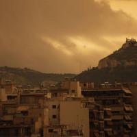 Ο καιρός… τρελάθηκε: Ζέστη και σκόνη το Σάββατο – Βροχές και χιόνια από Κυριακή – Η πρόγνωση των Αρναούτογλου και Καλλιάνου