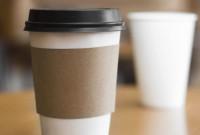 Μετά το τέλος στην πλαστική σακούλα έρχεται και φόρος περιορισμού στα πλαστικά ποτήρια του καφέ