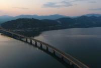 Πανέμορφες εικόνες από ψηλά από την υψηλή γέφυρα Σερβίων και τη Νεράιδα Κοζάνης – Δείτε το βίντεο