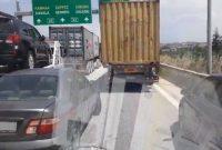Βίντεο: Ασθενοφόρο του ΕΚΑΒ στη Θεσσαλονίκη εγκλωβίζεται από αυτοκίνητα που κλείνουν τη Λωρίδα Εκτάκτου Ανάγκης