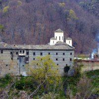 Το Μοναστήρι της Αγίας Τριάδος στο Βυθό Βοΐου – Της Βιολέττας Μπούσιου