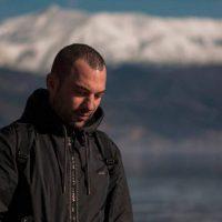 Στέλιος Ντεμογιάννης: H «ιδιαιτερότητα» των φωτογραφικών του λήψεων – Δείτε το βίντεο