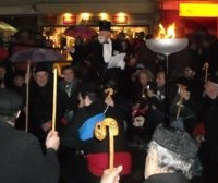 Καρναβαλιστές από την Κοζάνη «κατέλαβαν» το κέντρο της Αθήνας – Αφιέρωμα από «το Βήμα»
