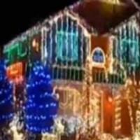 Τα χριστουγεννιάτικα φωτάκια με μελωδία Παντελή Παντελίδη!