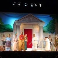 Η ξεκαρδιστική θεατρική παράσταση:  «Και οι Θεοί Σιουρτ'σαν!» – Βίντεο