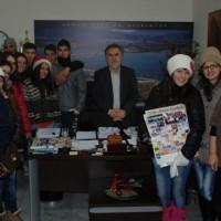 Χριστουγεννιάτικα κάλαντα στο Δημαρχείο Σερβίων – Βελβεντού – Δείτε το βίντεο