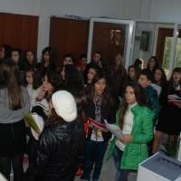 Χριστουγεννιάτικη ατμόσφαιρα στο Δημαρχείο Σερβίων – Βελβεντού από τα παιδιά του γυμνασίου – Βίντεο