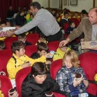Πολλά χαμόγελα στην κοπή πίτας των Ακαδημιών Ποδοσφαίρου του Τιτάνα Σερβίων